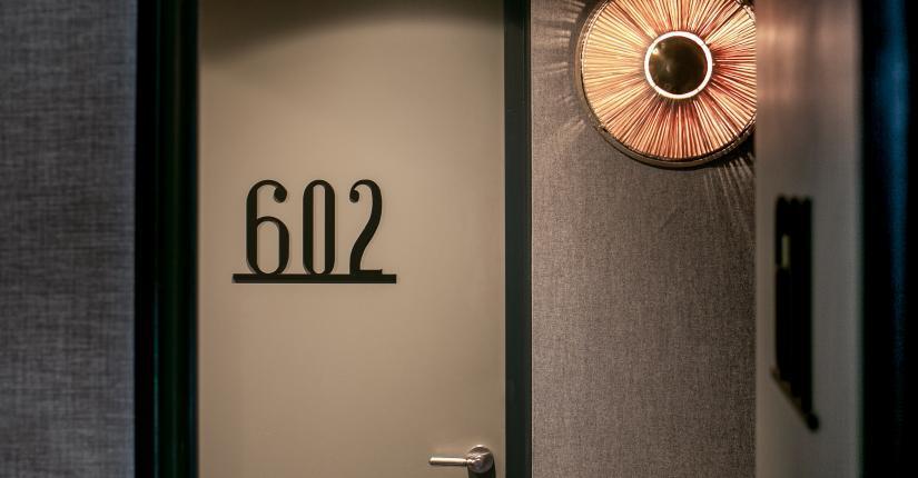 La Planque Hôtel - Couloir chambre